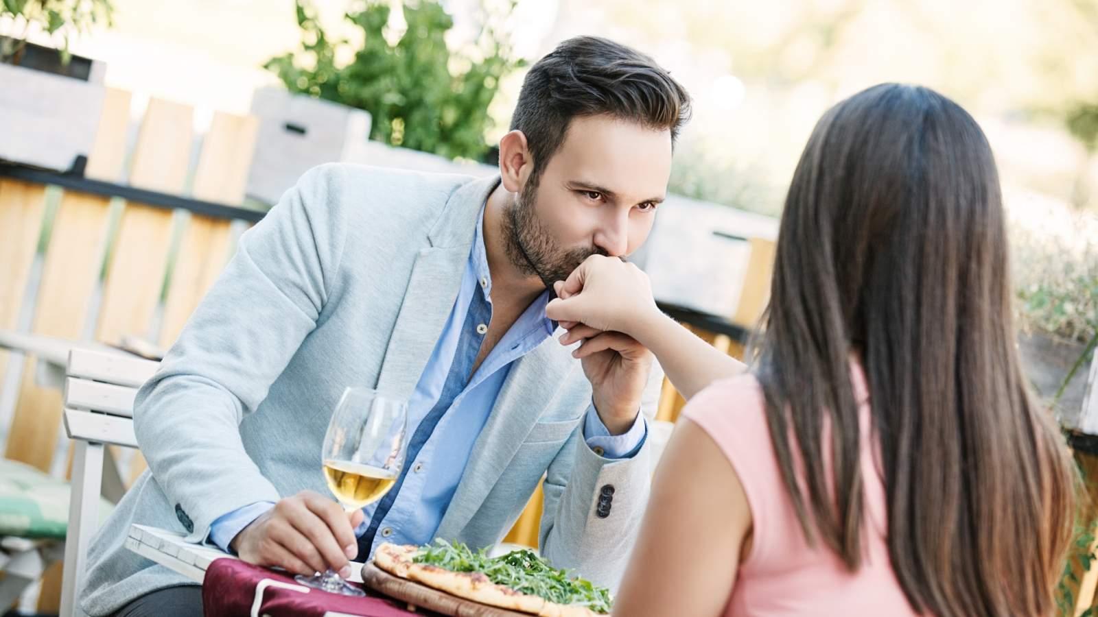 diner en amoureux à la terrasse du camping
